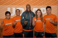 ¡Campeones, campeones, Aztecas de atletismo!