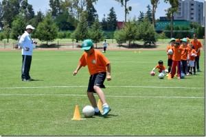 Escuela Aztecas fútbol y tenis: diversión más enseñanza