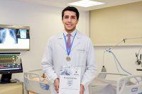 Egresado UDLAP recibe premio Pfizer