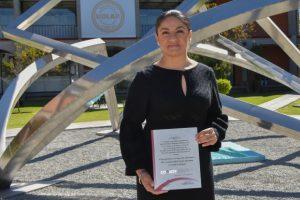 Académica UDLAP recibe reconocimiento por trayectoria profesional