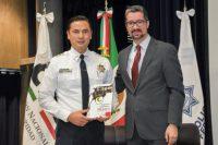 Catedrático UDLAP presentó su libro ante la Policía Federal