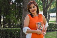 Egresada UDLAP presenta libro sobre lucha contra el cáncer de mama