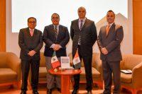Egresado UDLAP presenta obra que cuestiona la administración pública y privada