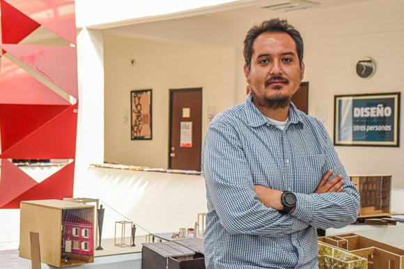 """Académico UDLAP recibe nombramiento como editor del libro """"Sustainable Building Materials"""""""